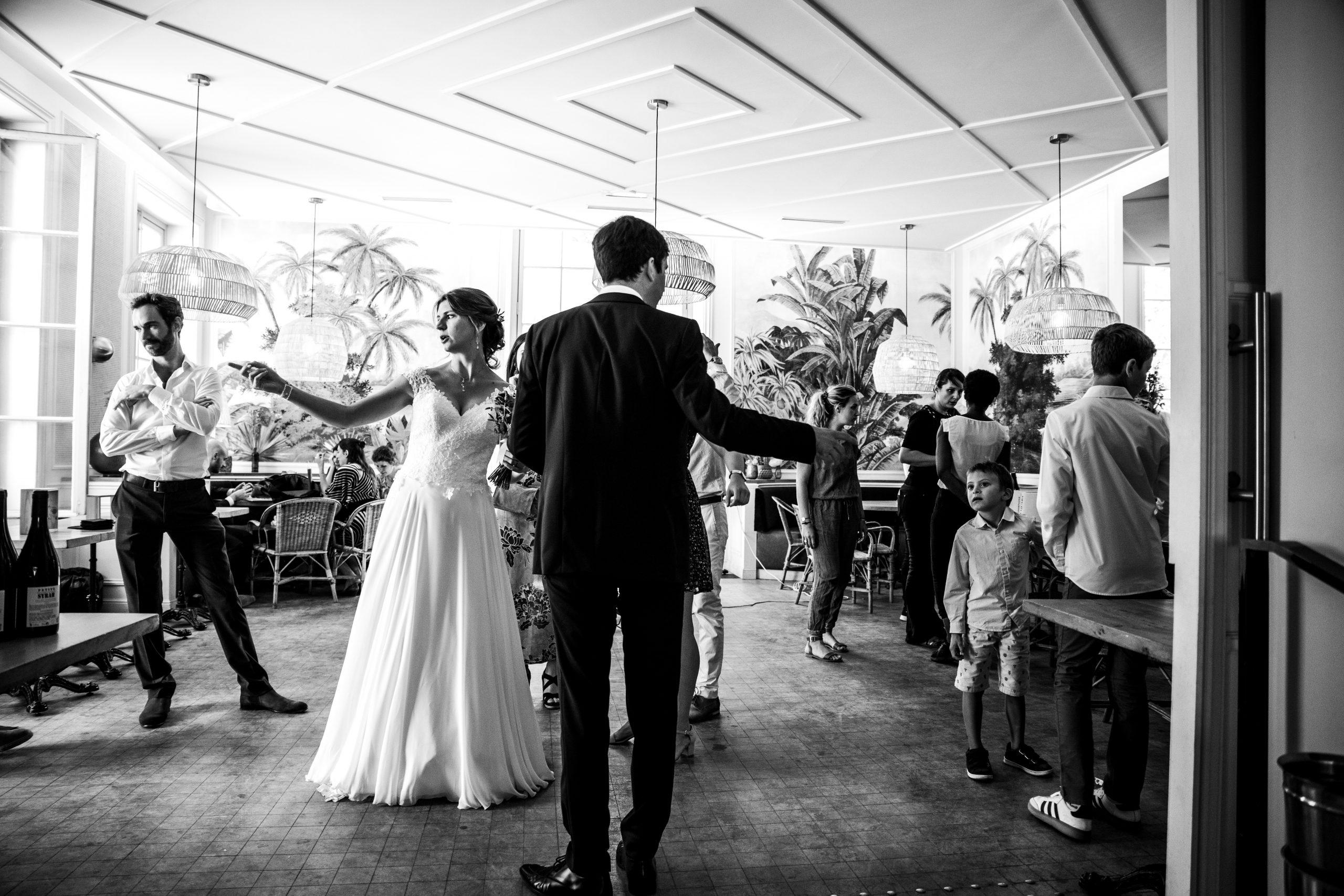 Séance couple mariage - Photographe mariage - Paris - Montpellier - Nice - original - Mariage Ile de France - Réception mariage - Mariage Jardins des plantes - Paris
