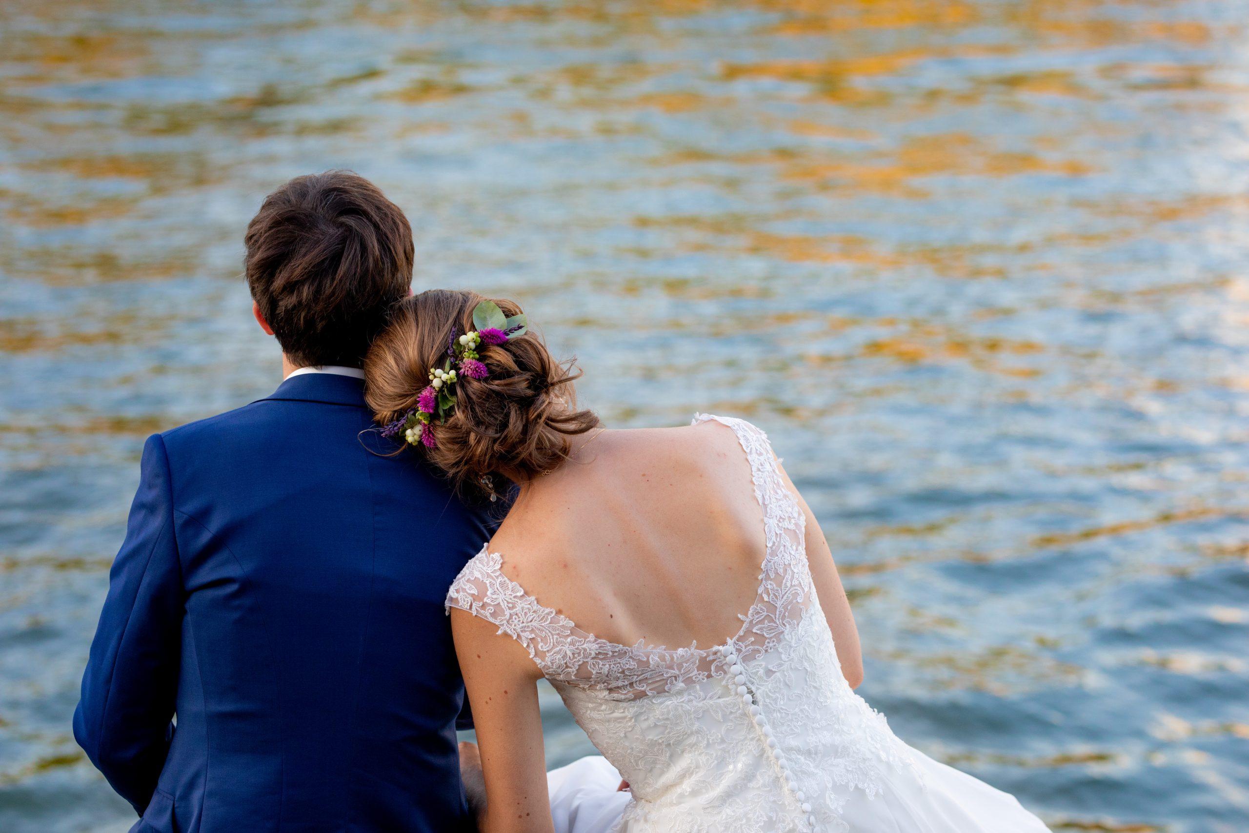Photographe mariage - Photographie mariage - Paris - Montpellier - Nice - original - Mariage Pont parisien - Mariage Seine - séance couple - au bord de l'eau