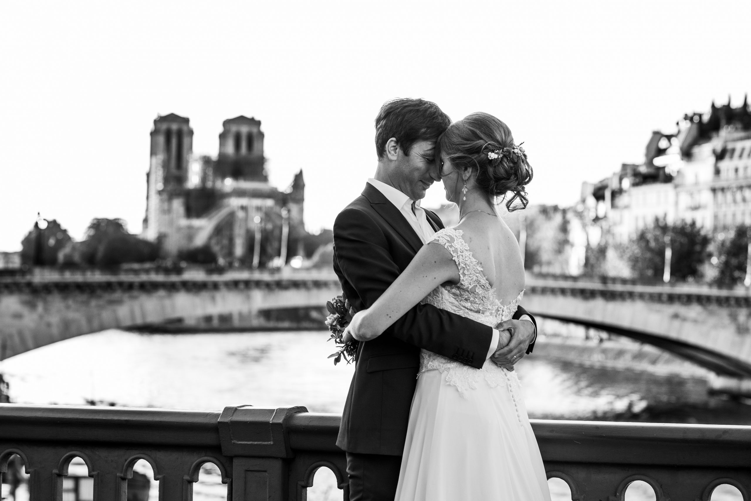 Photographie mariage - Photographe mariage - Paris- Montpellier - Nice - original - Mariage Pont parisien - Mariage Seine - Paris