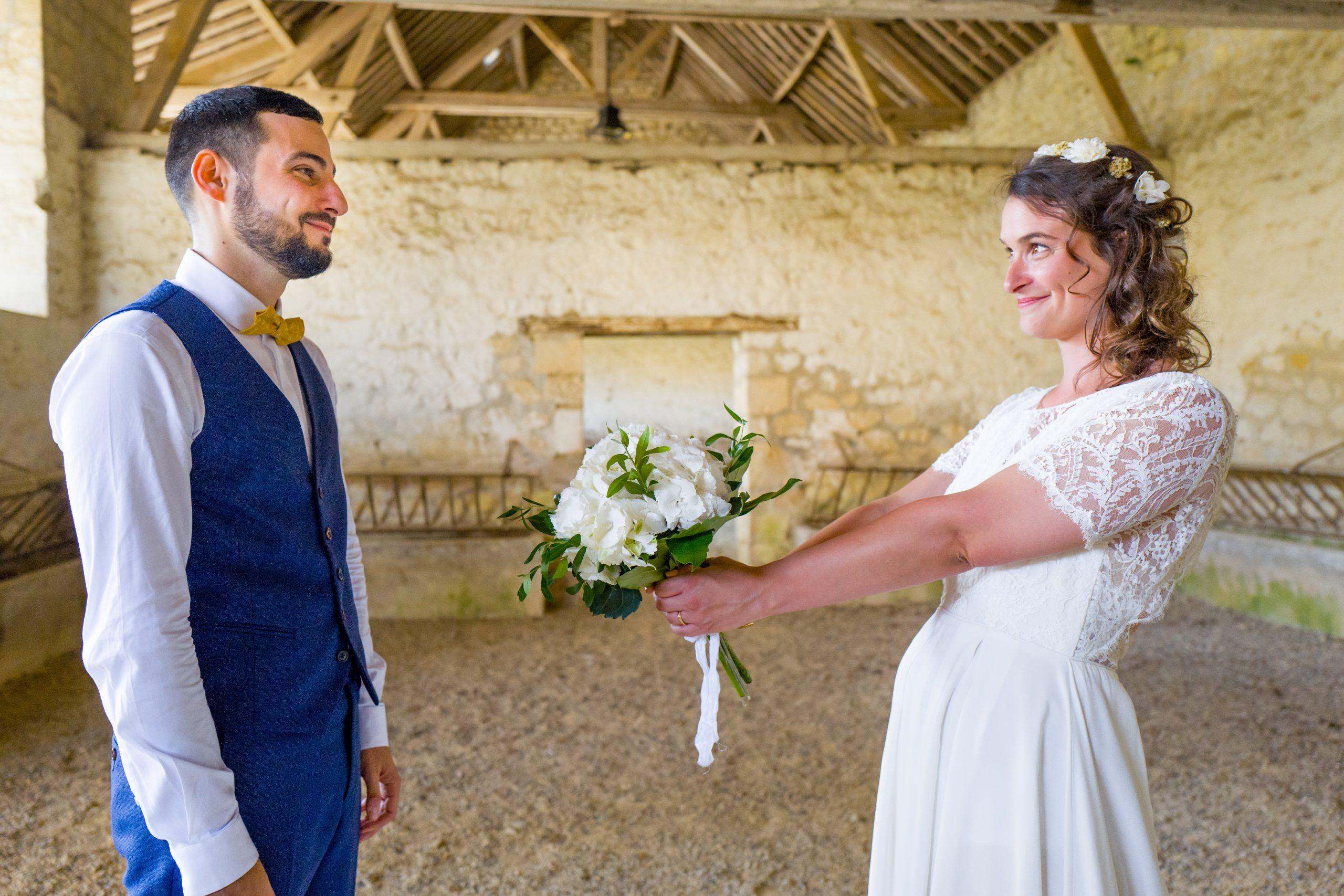 Photographe mariage - Paris - Montpellier - Nice - Mariage Hérault - Séance photo de couple dans une écurie