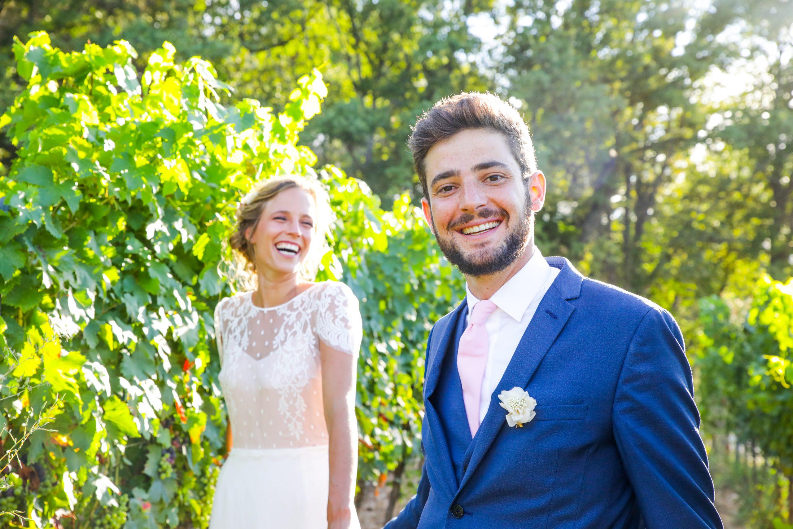 Photographie mariage - Photographe mariage - Paris- Montpellier - Nice - original - couché du soleil - Mariage Hérault - Séance couple dans les vignes