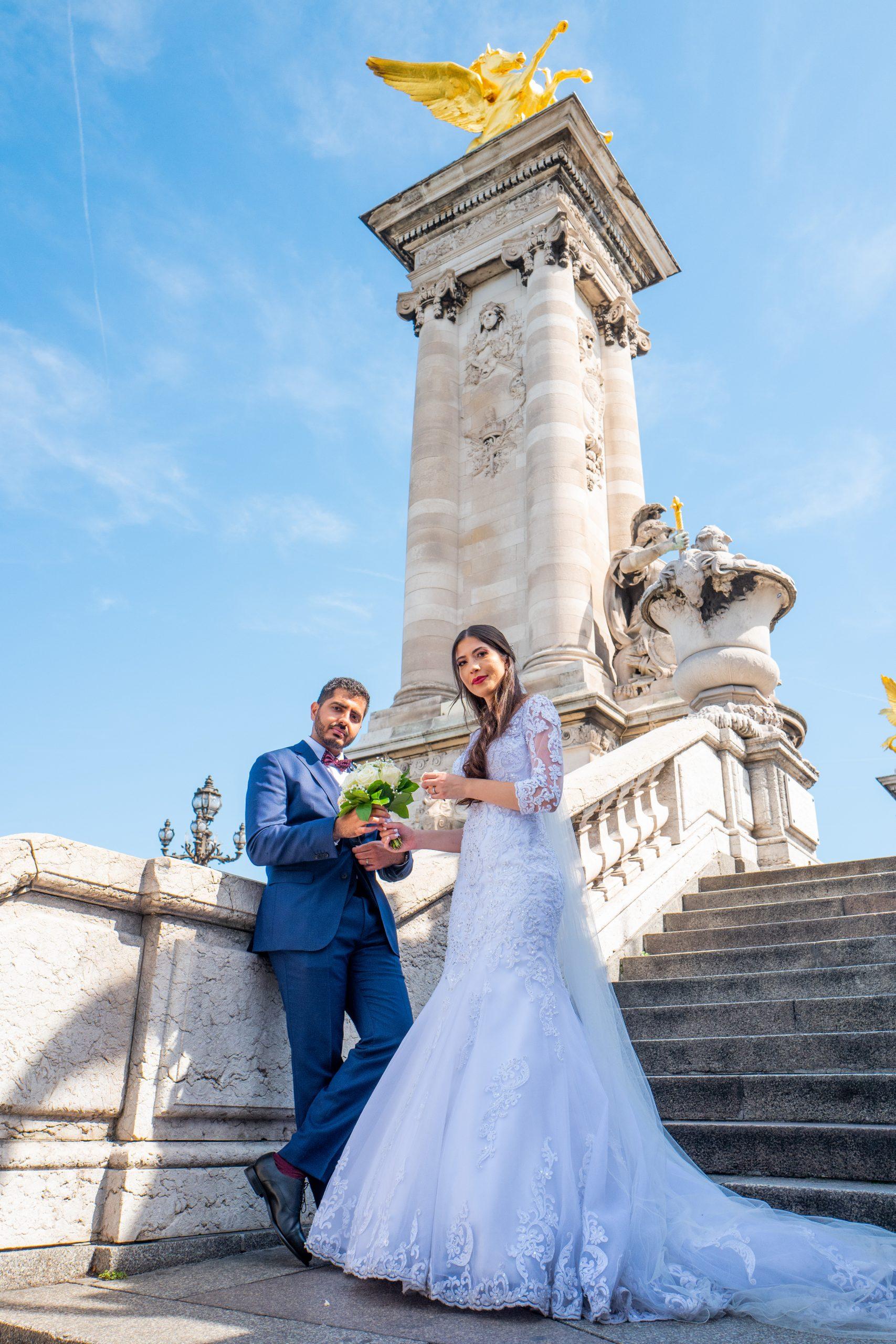 Mariage Paris - Photographe mariage Paris original - Séance couple - Pont Alexandre III -