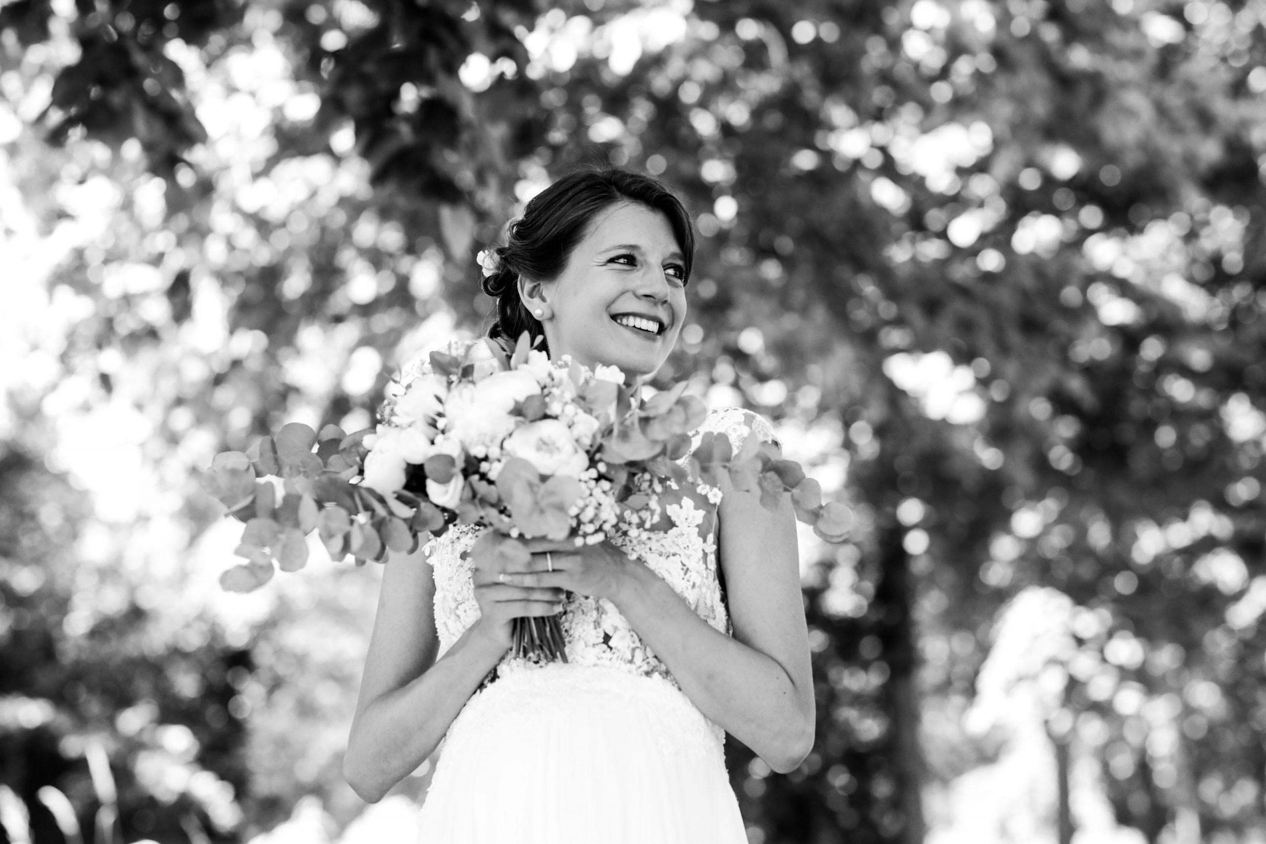 Photographie mariage - Séance couple - Photographe mariage - Paris- Montpellier - Nice - original - robe de mariée dos nu - Mariage Hérault