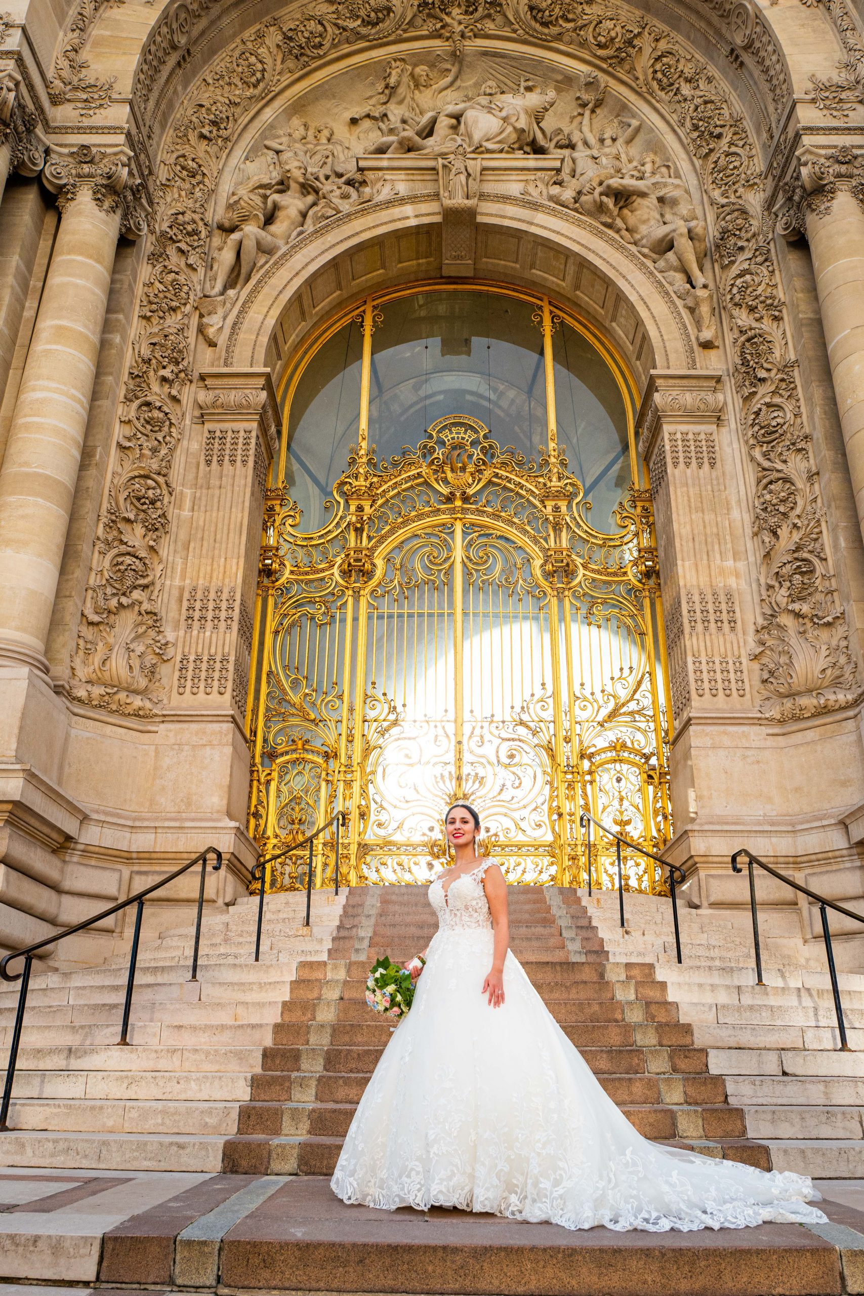 Mariage Paris - Photographe mariage Paris original - Séance couple Porte Dorée- Petit Palais - Paris