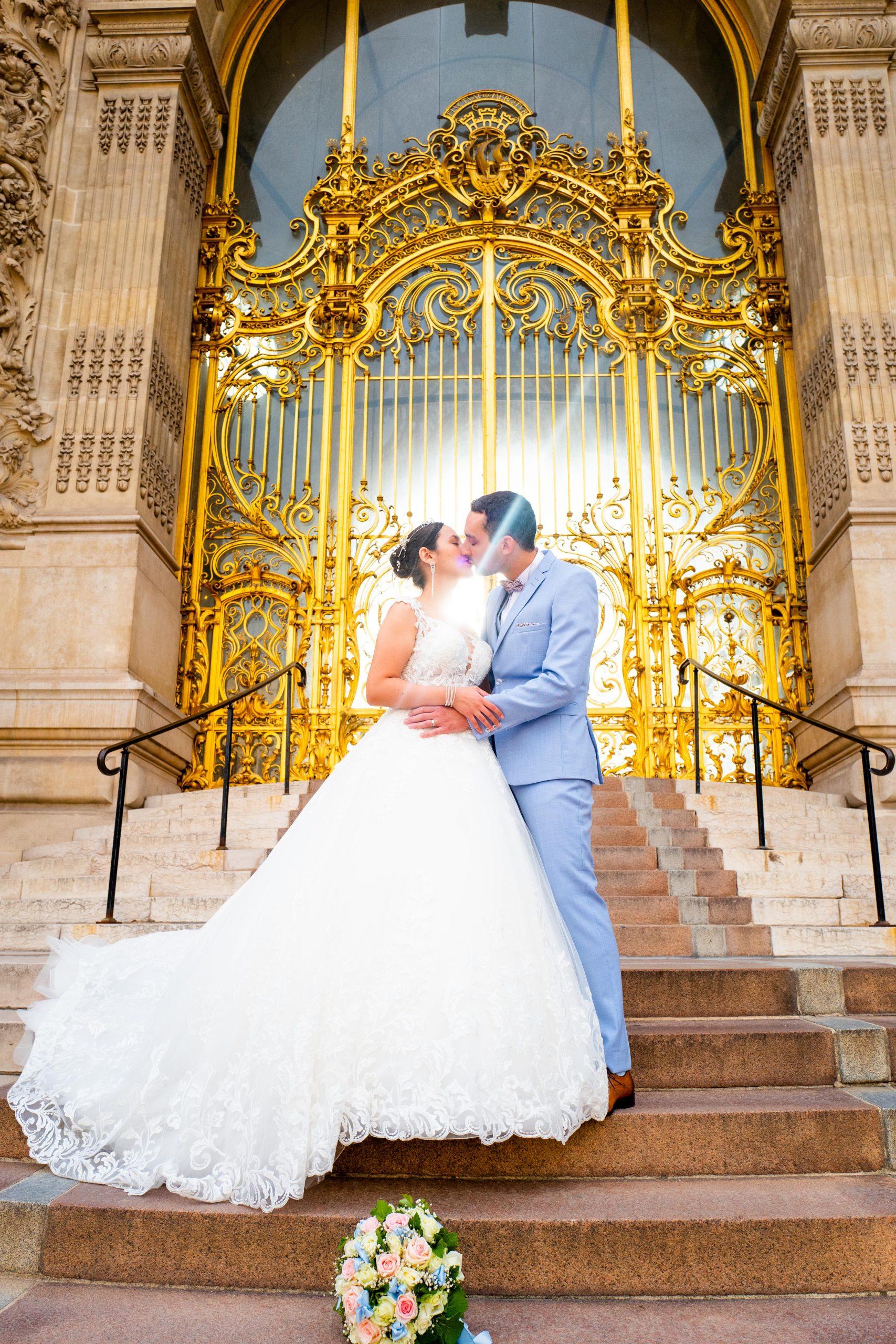 Mariage Paris - Photographie mariage Paris original - Séance couple Porte Dorée- Petit Palais - Paris