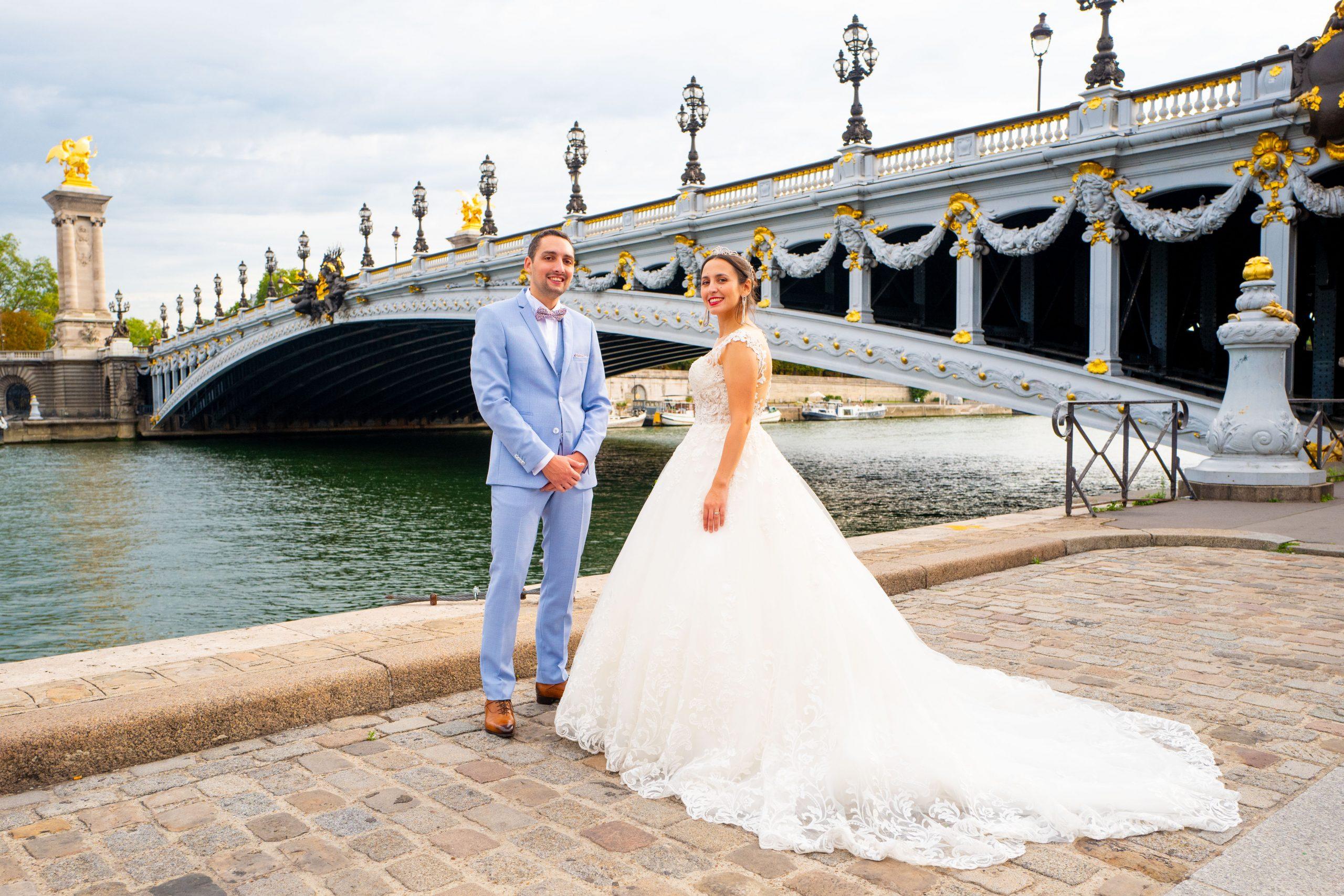 Mariage Paris - Photographe mariage Paris original - Séance couple Pont Alexandre III -