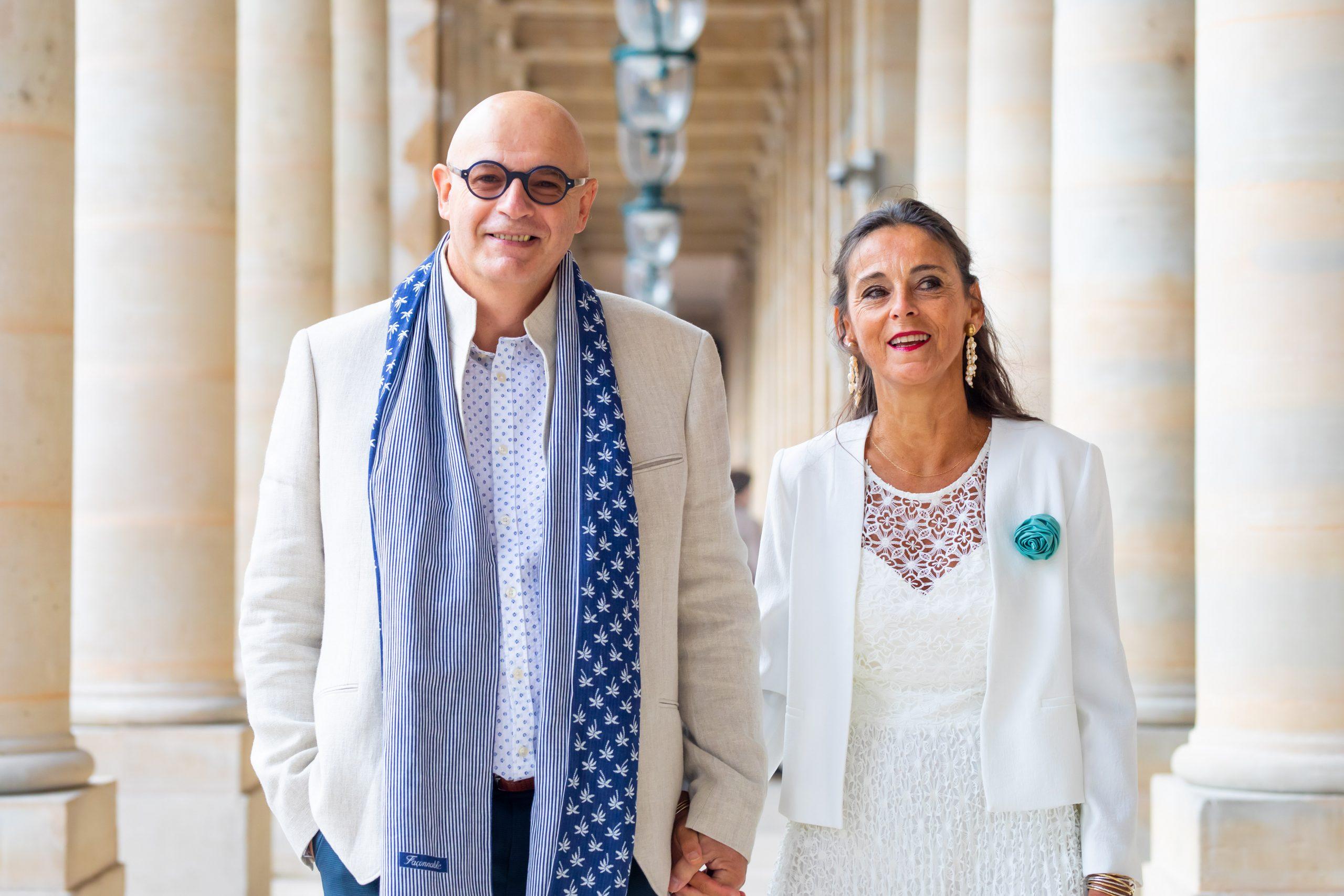 Mariage Paris - Photographe mariage Paris original - Séance couple Palais Royal- Colonnes de buren - Petit mariage